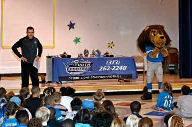 Greenfield Elementary gets a visit from Detroit Lions' Roary | Milk Means More blog