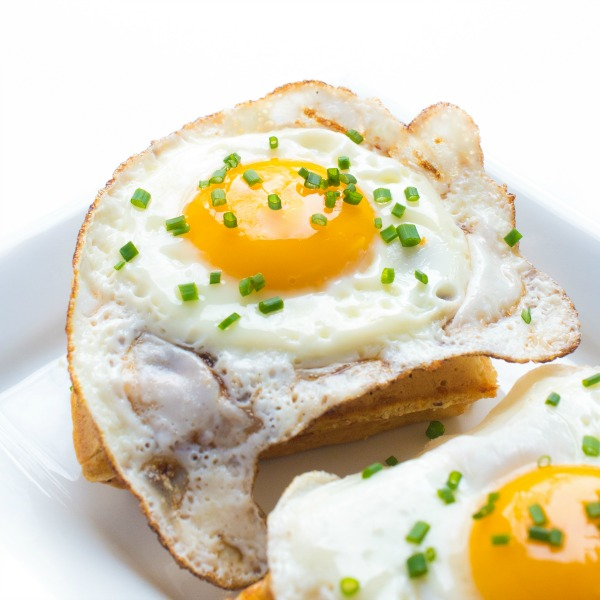 Cheddar and Chive Waffles with Fried Egg-featured image