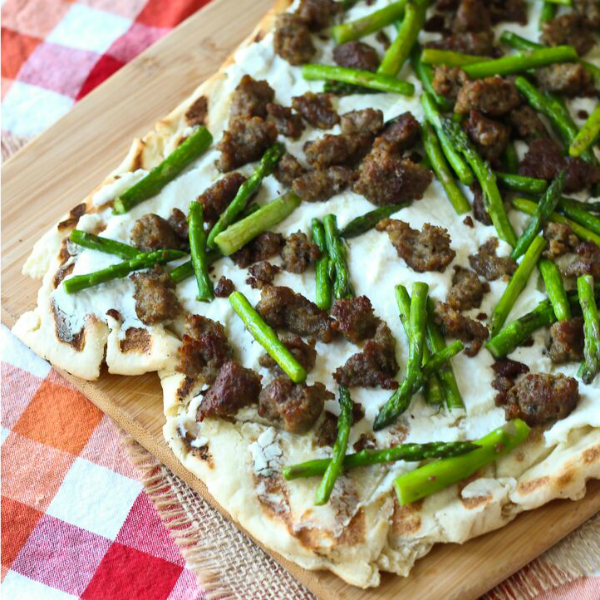 Grilled Pizza with Sausage, Asparagus and Ricotta-featured image